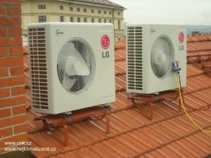 Venkovní klimatizační jednotky LG na střeše.